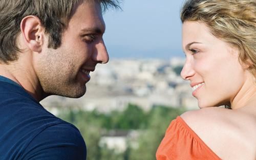 porelė žiūri vienas į kitą