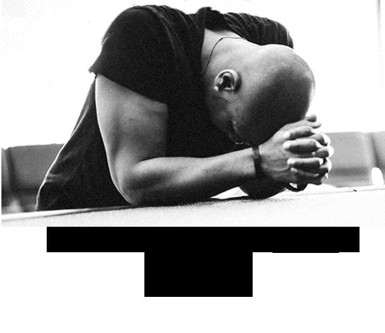 Tikri vyrai meldžiasi.
